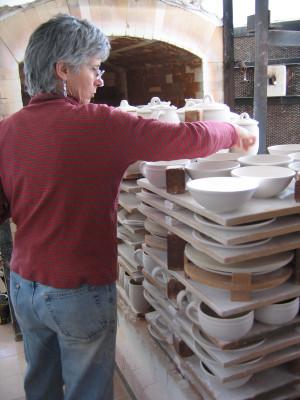 Iris loading kiln for glaze firing